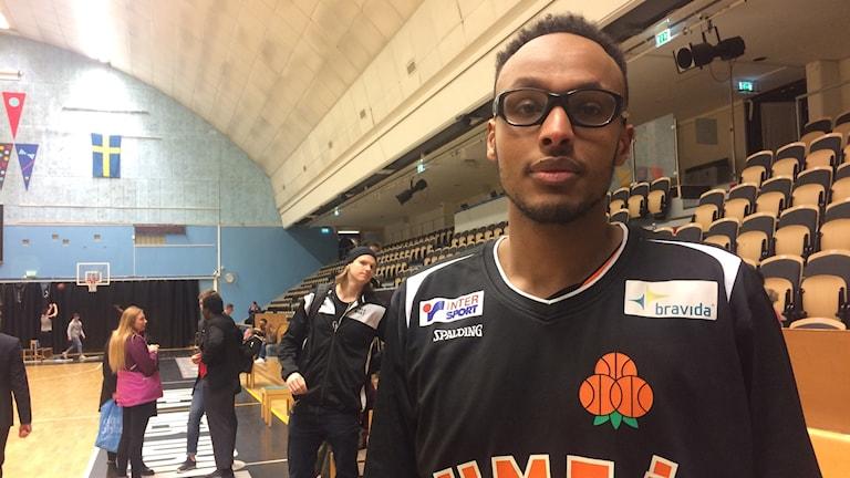 Egal Saleman, basketspelare i en sporthall