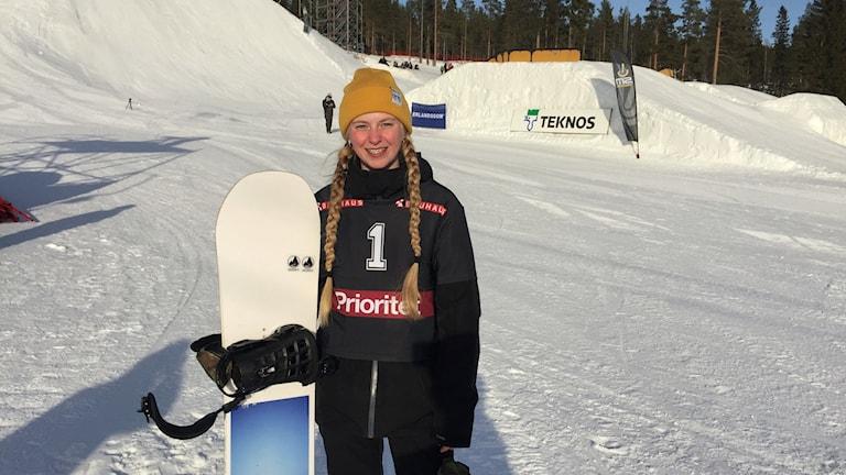Lovisa Björnudd från Vännäs svensk mästarinna i snowboardens slopestyle