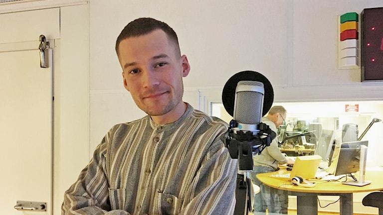 Broder John aka Johan Bäckström i radiostudion