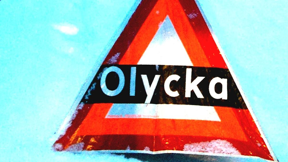 Skylt som varnar för olycka. Foto: Peter Öberg, Sveriges Radio.