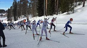 Masstart damer 15 km längdskidor vid starten