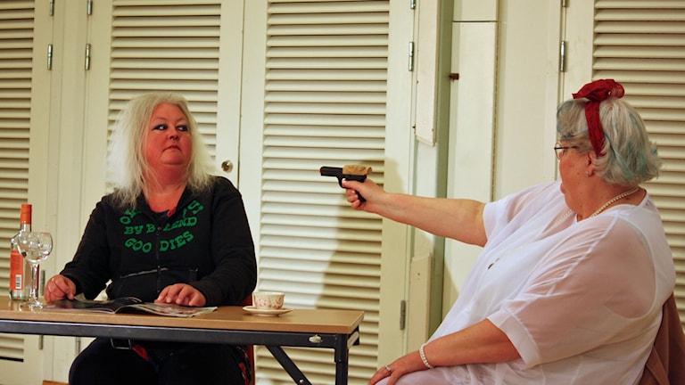 Linda Norman och Carina Danielsson i Strindbergs-Den starke