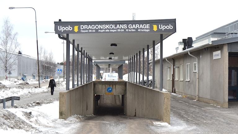 Dragonskolans garage, Umeå. Peter Öberg, Sveriges Radio.