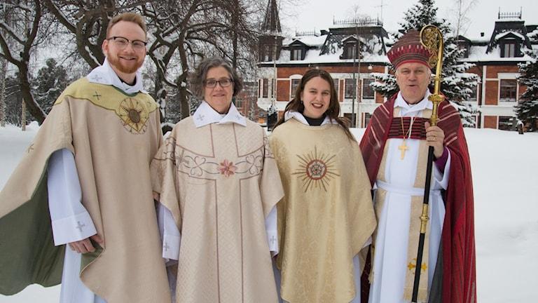 Fr. v. Joel Hultdin, Katarina Österholm, Maja Svedmark och biskop Hans Stiglund.