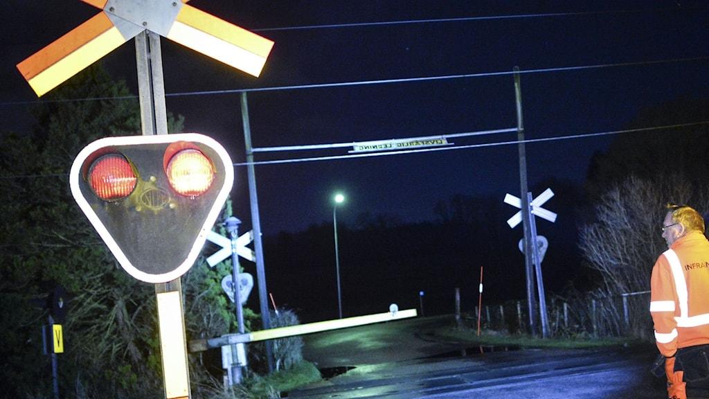 Larm om påkörd person vid järnvägen i Umeå.