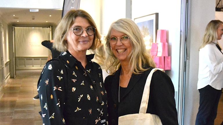 VisitUmeås Carina Lundström och föreläsaren Lotta Ahlvar på Umeå fashion week. Foto: Peter Öberg, Sveriges Radio.