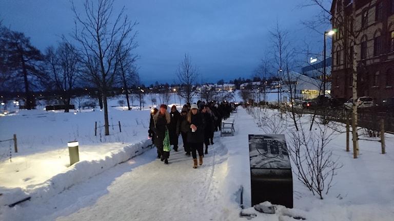 Till stöd för #Metoo hölls ett fackeltåg i Umeå i söndags