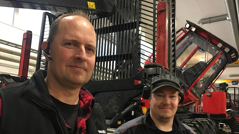 André Holmlund och Daniel Larsson på Komatsu Forest i Tvärålund.