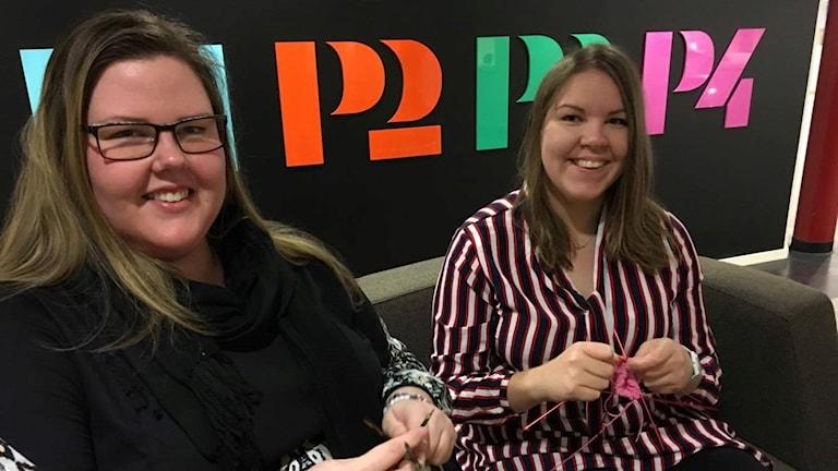 Emilia och Emmah stickar för Musikhjälpen