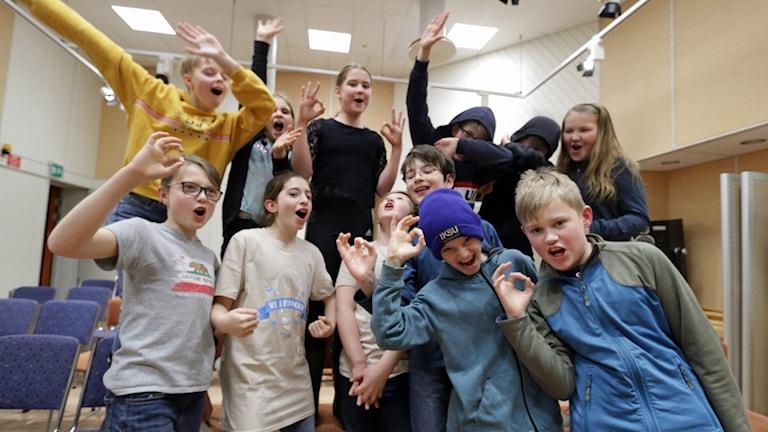 Östermalmsskolan 5A firar sin vinst i semifinal 2 av Vi i femman