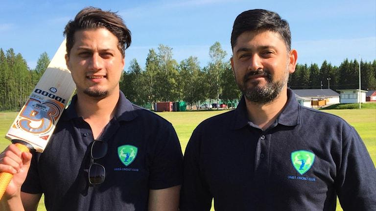 Bilal Salim Ansari (till vänster), ordförande i Umeå Cricket Club och Hasseb Zaman Babar (till höger) sekreterare i Umeå Cricket Club. Båda är även spelare i laget.