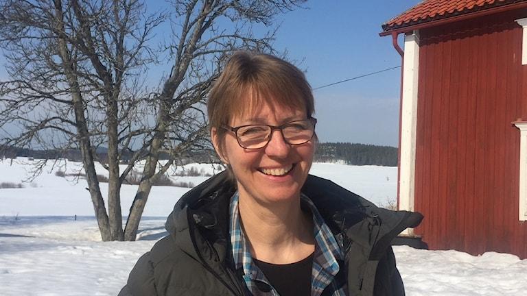 Elisabeth Holmström vill ha fler laddningsplatser för elbilar på landsbygden