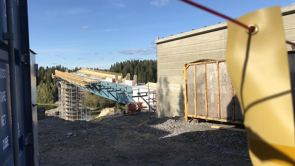 Från bygget av Västra-länkenbron över Umeälven efter olyckan när lanseringen, utskjutandet av bron, gick fel.