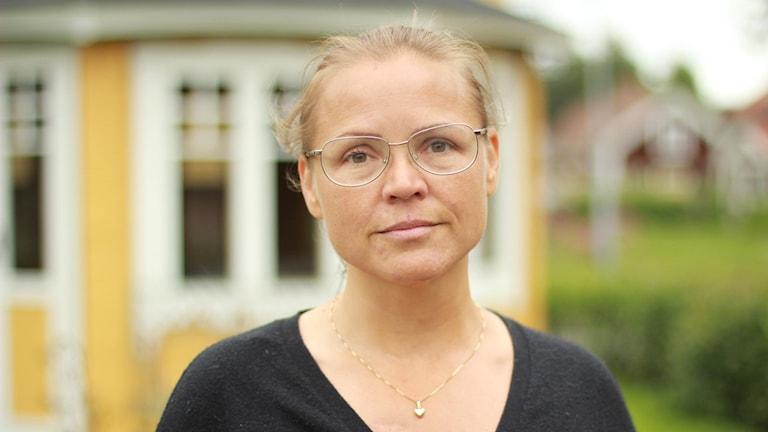 Charlotta Lindgrens man och barn blev påkörda, dock inte allvarligt skadade, när två berusade rymlingar körde in i deras bil med ett stulet fordon.