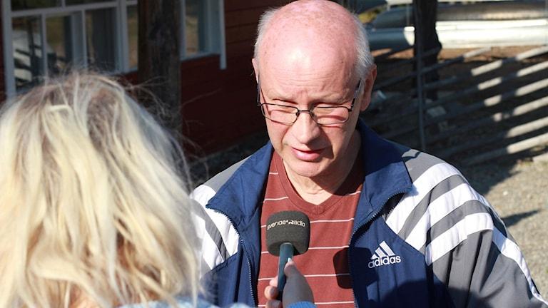 Bengt Henriksson, styrelseordförande på Doroteahus blir intervjuad