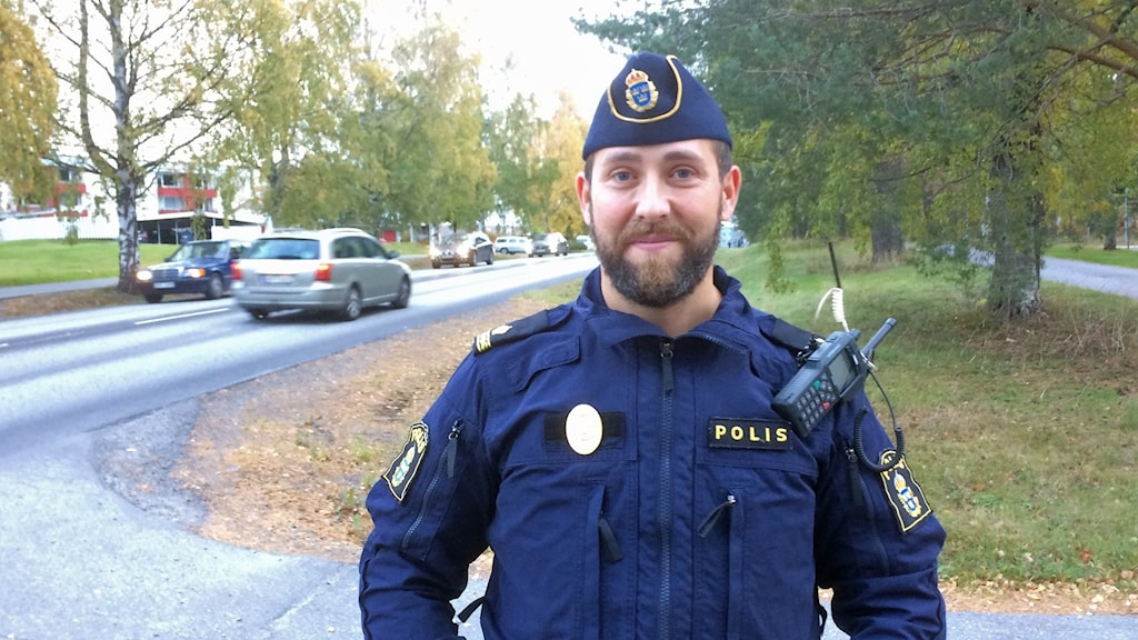 Johan Löfstedt, trafikpolis i Umeå. Foto: Peter Öberg, Sveriges Radio.