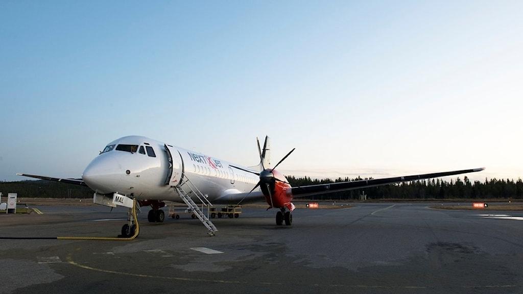 Ett flygplan på landningsbanan