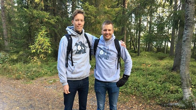 Per Lundgren och Emil Marklund på springsteenvandring. Foto: Madeleine Harrati, Sveriges Radio.