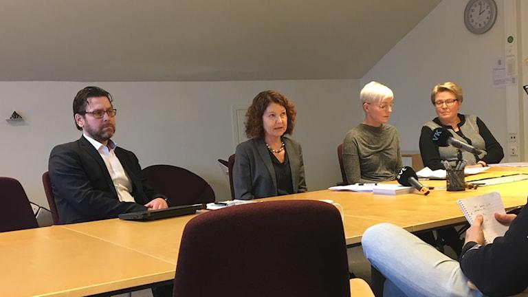 Nicklas Wallmark, biträdande utbildningsdirektör, Ann-Christina Gradin, utbildningsdirektör och Carina Adolfsson Nordström, rektor teknikprogrammet vid Dragonskolan i Umeå.