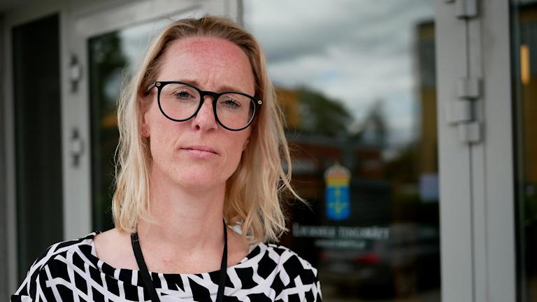 Åklagare Anna Lundberg utanför tingsrätten i Lycksele