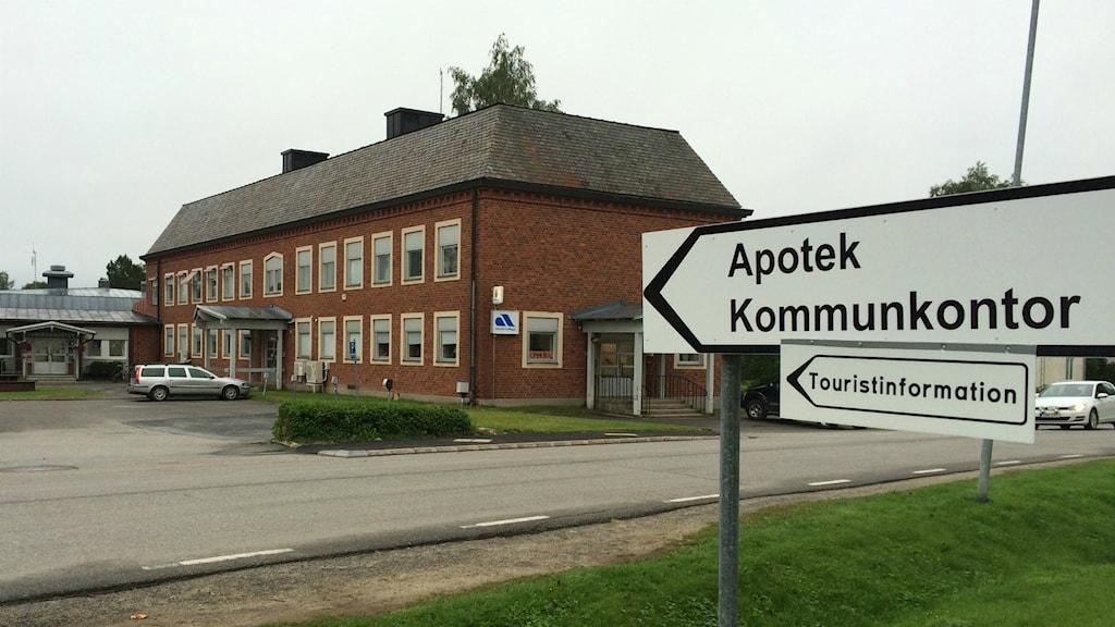 Här är kommunhuset i Bjurholm, där även polisstation och Arbetsförmedling inryms.