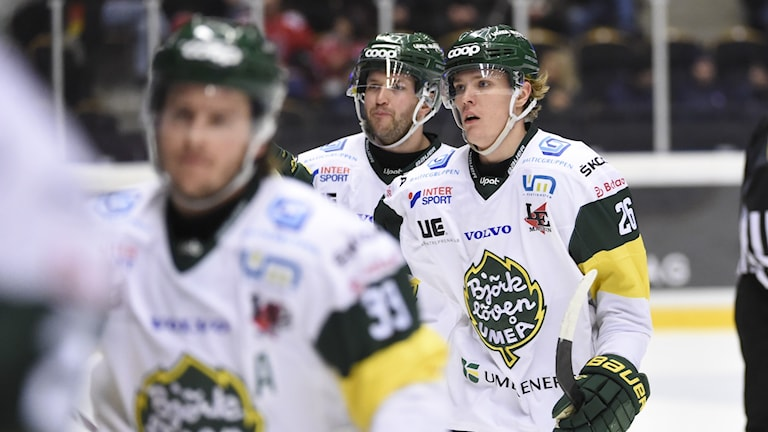 Björklövens Jakob Stenqvist (H) efter kvittering 2-2 under onsdagens ishockeymatch i hockeyallsvenskan mellan MoDo Hockey och IF Björklöven i Fjällräven Center.
