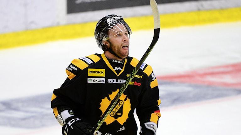 Pontus Petterströn förlänger med Skellefteå AIK