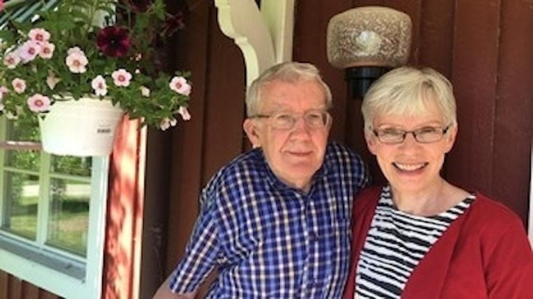 Nils-Åke och Monica Sandström i Tavelsjö vill lämna sitt hus för en lägenhet.