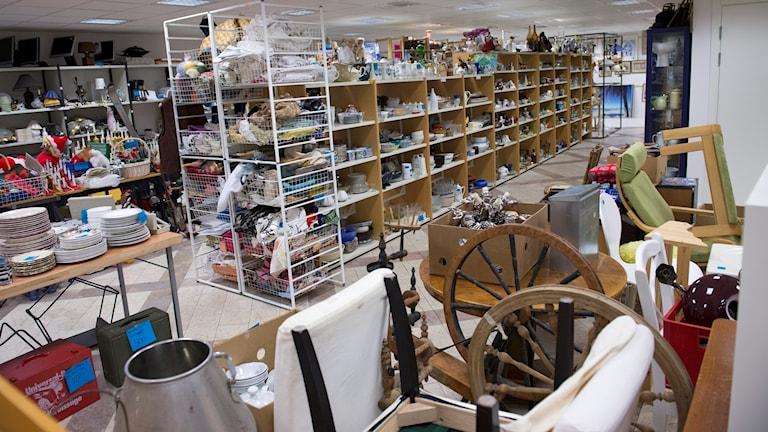 En secondhandbutik där man kan hitta allt möjligt att göra nytt av. Foto: Illustrationbild, scanpix.