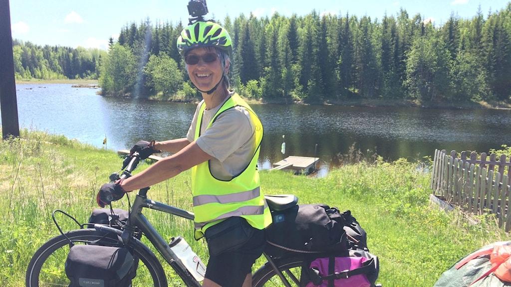 Ulla Hellstrand Tang framför sin cykel