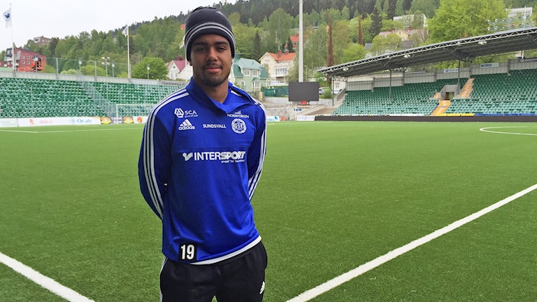 Noah Sonko Sundberg på Norrporten arena efter träningen under måndagen. Foto: Niklas Axelsson/Sveriges Radio