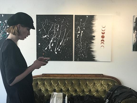 Viktoria Möller ställer ut sin konst i Sundsvall.