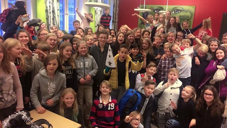 Tre klasser på Engelska skolan tävlar i Vi i femman 2017. Glada elever i klass 5A, 5B och 5C. Foto: Ulla Öhman/Sveriges Radio