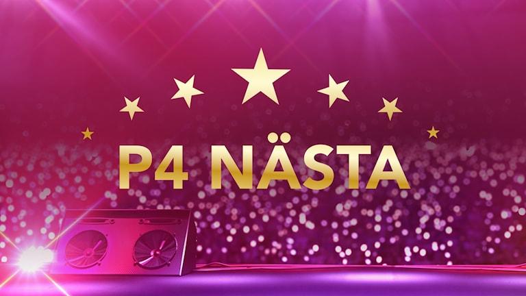 """En rosafärgad bild tagen från en scen ut i ett publikhav med guldtexten """"P4 Nästa"""" toppat med guldstjärnor. Foto: Sveriges Radio"""