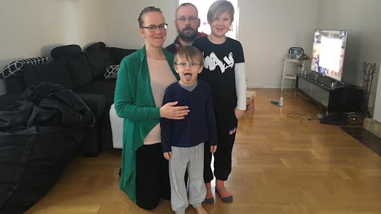 Linus och lillebror Ludvig med sina föräldrar. Foto Ulla Öhman