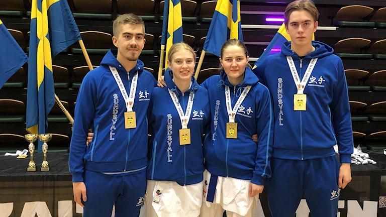 Fyra unga Karateutövare med sina guldmedaljer från Karate SM i Karlstad