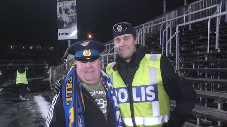 Patron och polis. Foto: Christer Jonasson.