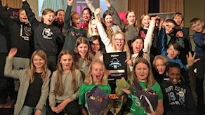 Engelska skolan 5c jublar efter segern i den lokala finalen.