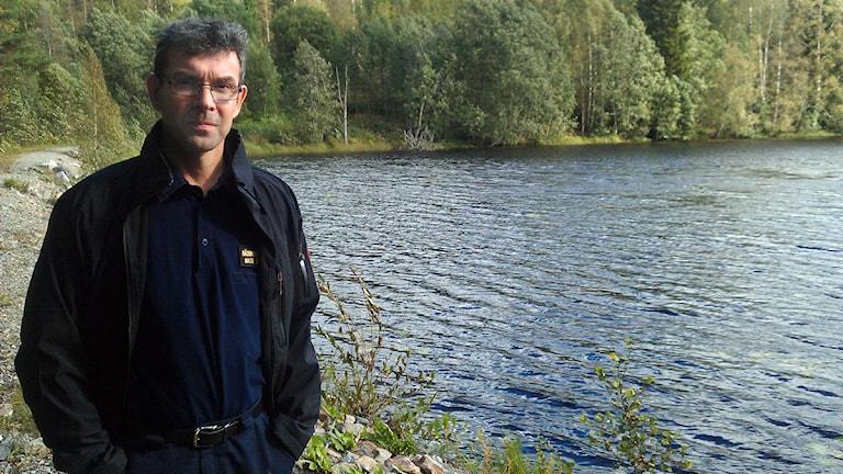 Mats Bergmark vid Vintertjärn. Foto: Matilda Jansson