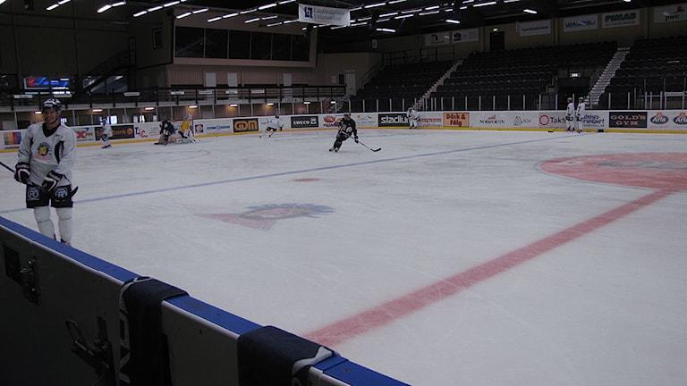 Sundsvall Hockey tränar. Foto: Matilda Jansson.
