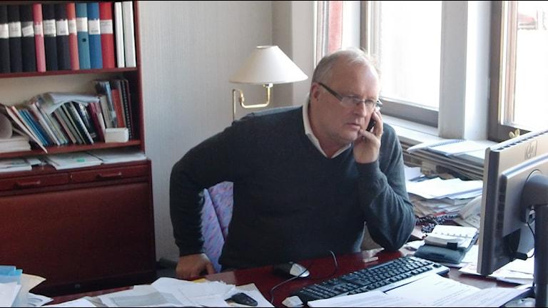 Kommunalrådet Sten-Ove Danielsson försöker få utredningen bekräftad eller dementerad. Foto: Pontus Hellsén