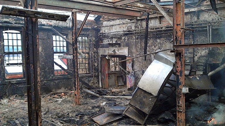 Nyhamnsfabriken söder om Sundsvall blev helt utbränd. Foto: Christer Suneson
