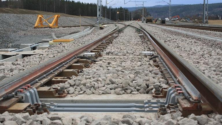 Närbild på järnvägsräls. Foto: Anna Ahlström