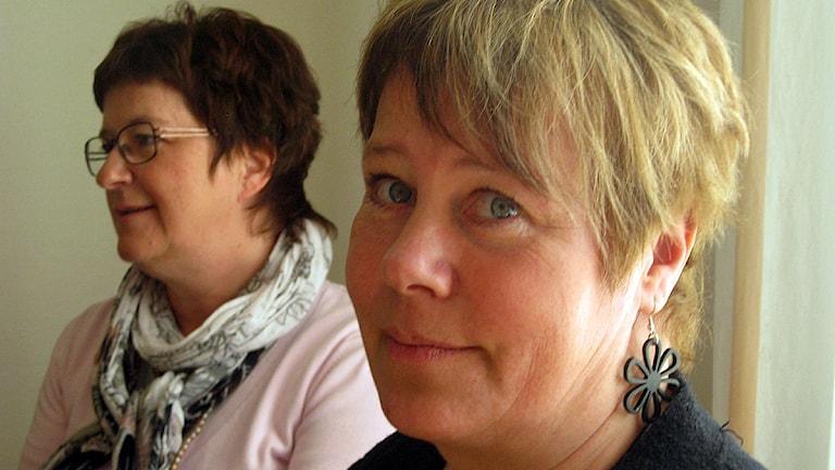 Linnea Stenklyft och i bakgrunden Elisabet Strömqvist, båda socialdemokrater i landstinget i Västernorrland. Foto: Ulla Öhman