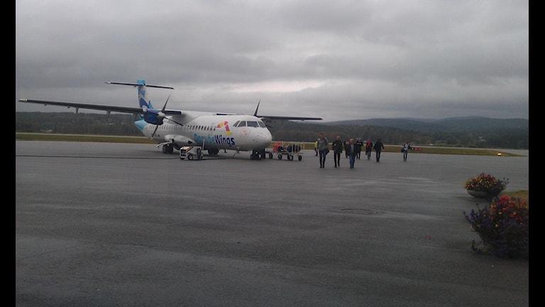 Stockholmsplanet har just landat på Höga Kusten Airport. Foto Ulla Öhman