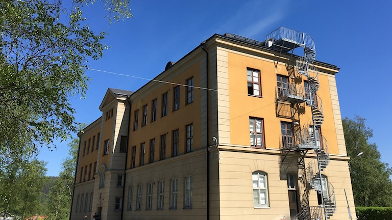 Hågesta asylboende i Sollefteå är en stor fastighet i sten. Foto: Anton Kårén/Sveriges Radio