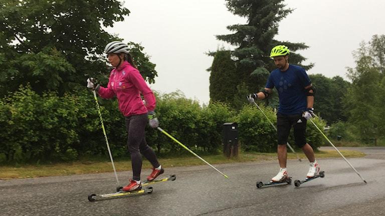 Jhon Acevedo och Charlotte Kalla. Foto: Niklas Axelsson/Sveriges Radio