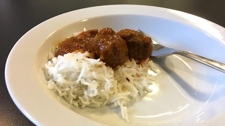 En portion indiska köttbullar av lammfärs med ris. Foto: Ann-Charlotte Carlsson/Sveriges Radio