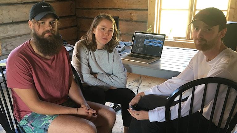 Felix Göthesson, Lisa Bäckström och Isac Hördegård mixar det sista.