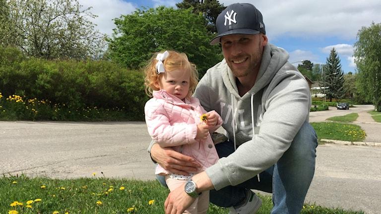 Tommy Naurin med dottern Tuva